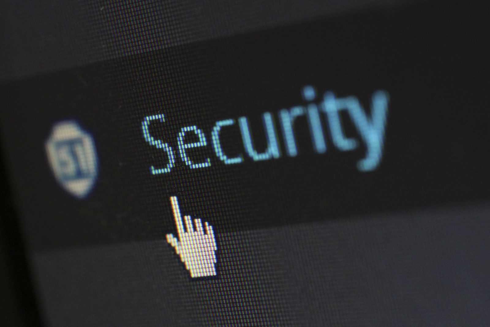 Schriftzug Security auf einem Monitor mir Mauszeiger