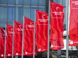 Hannover Messe Kooperationsbörse Eingangsbereich mit Flaggen
