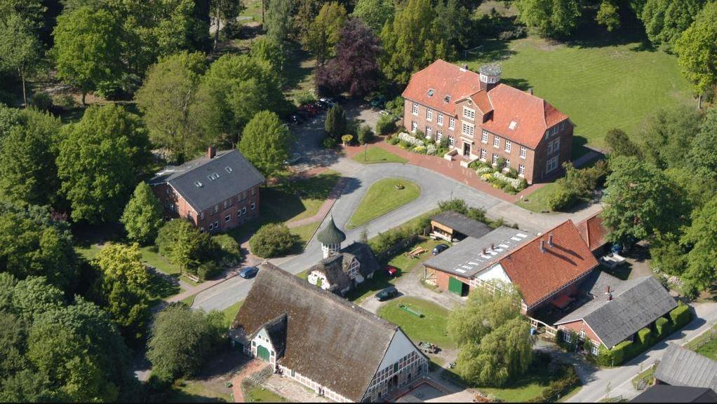 Luftaufnahme von Gelände und Gebäuden der Berufsbildenden Schule Cadenberge
