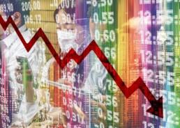 Bildmontage zu Corona: Fallende Börsenkurse und Frau mit Gesichtsmaske.