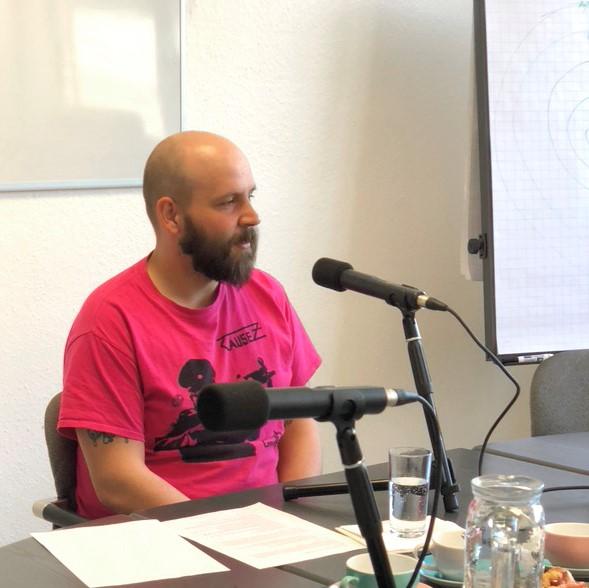 Nachhaltigkeitsmanager Franz Fischer am Mikrofon