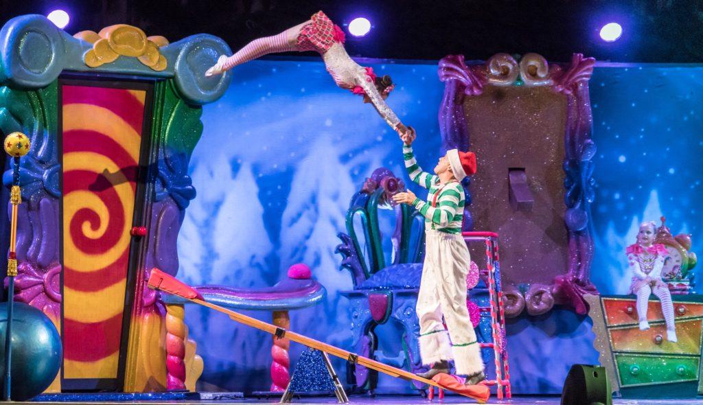 Zwei Akrobaten im Zirkus.