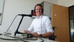 Tobias Heinen am Mikrofon