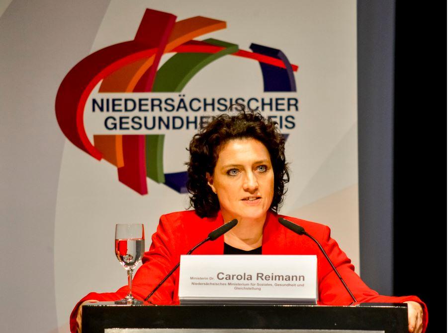Niedersachsens Gesundheitsministerin Carola Reimann am Rednerpult beim Gesundheitspreis Niedersachsen