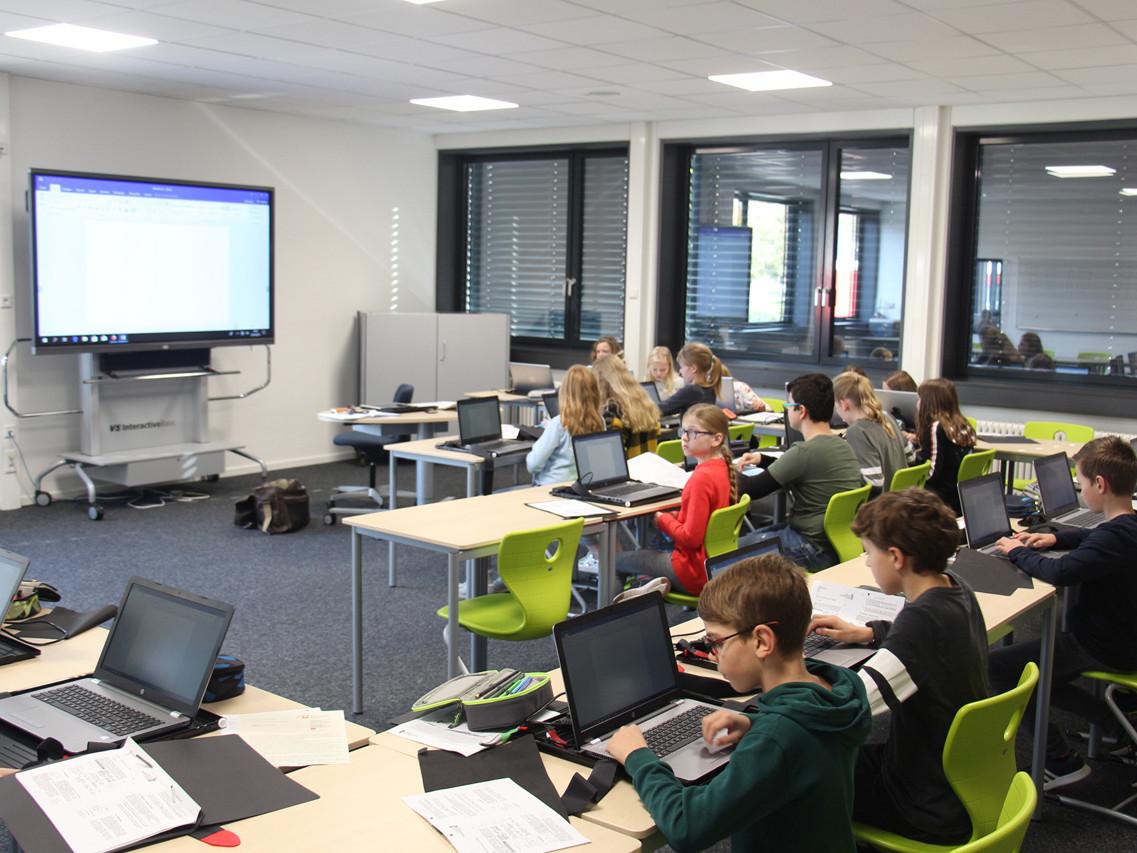 Eine Unterrichtssituation am Gymnasium Marianum in Meppen mit Unterstützung digitaler Medien.