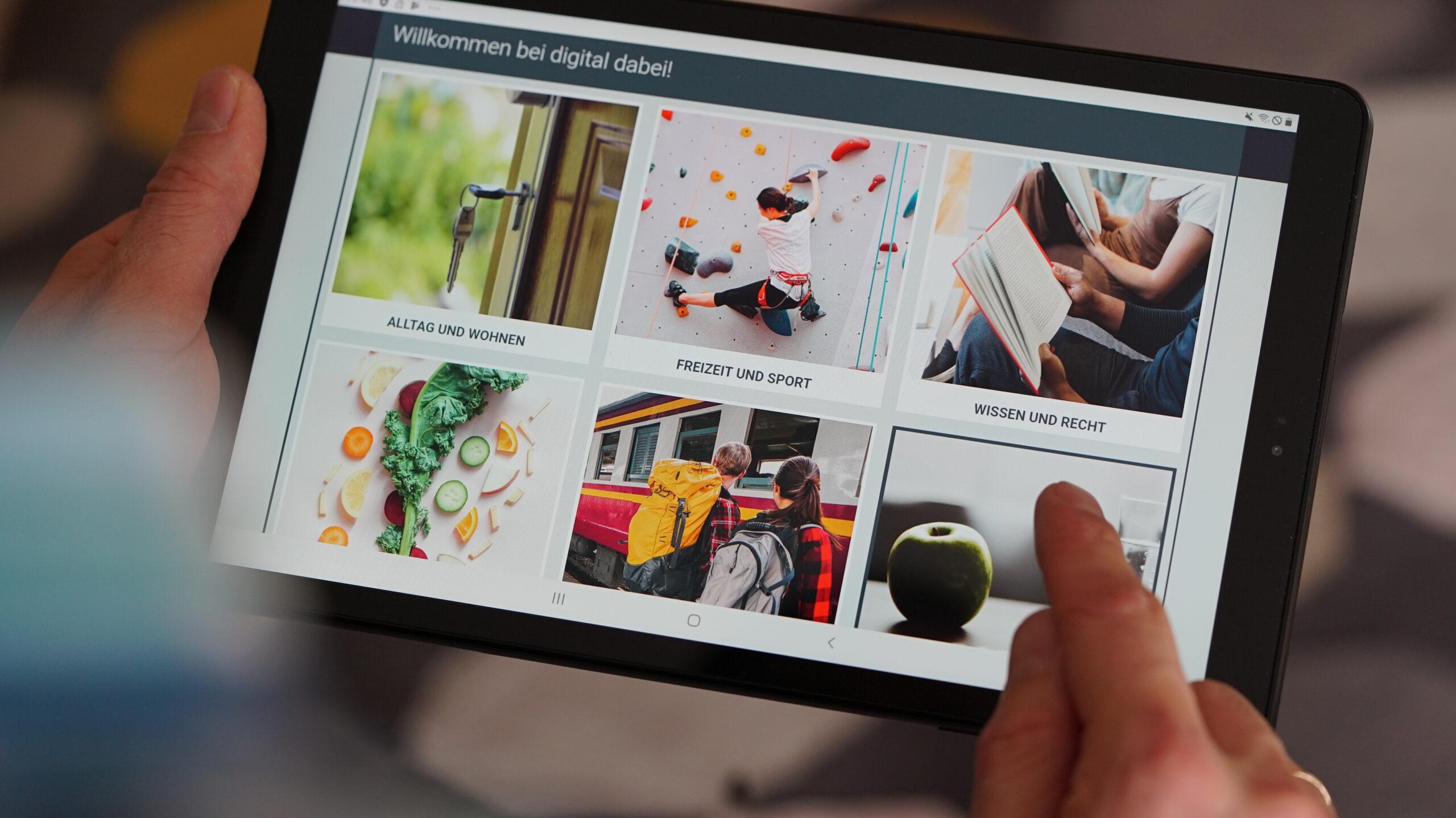 Das Bild zeigt ein Tablet auf dem die interaktive E-Learnung Plattform