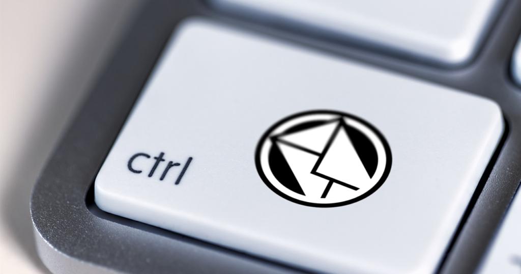 Ein E-Mail-Symbol auf der Control-Taste einer Tastatur