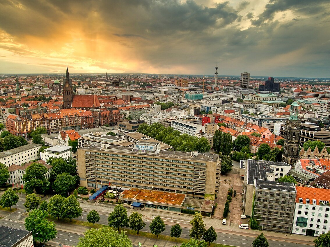 Luftbild mit Blick auf Hannover.